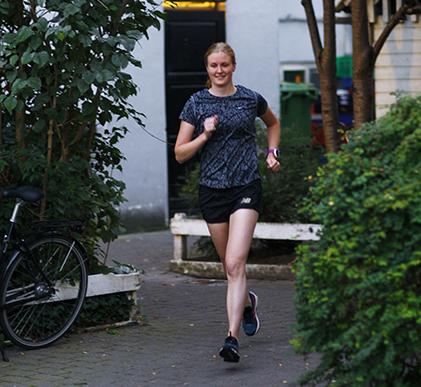 du bliver en hurtigere løbere af at ligge på sofaen - camilla running løbe blog