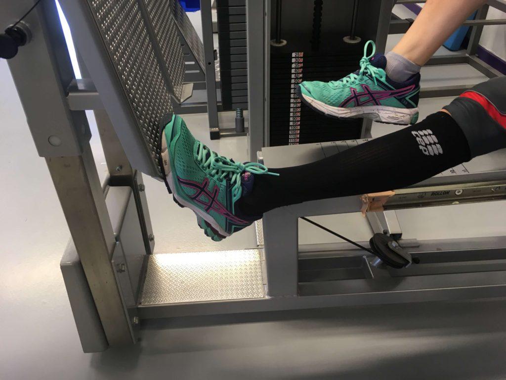 brækket-ankel-genoptræning-øvelser-lægtræning